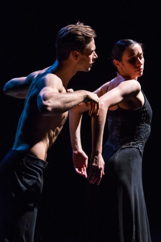 Danielle Rowe_Brett Conway_NDT I_DanceFAR 14_photo Alex Reneff Olson (3)